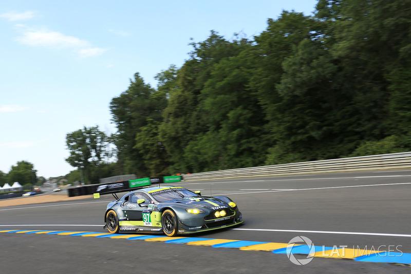 32° (pole position GTE-Pro): #97 Aston Martin Racing Aston Martin Vantage: Darren Turner, Jonathan Adam, Daniel Serra