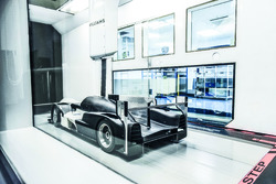 Ginetta P1 in de windtunnel