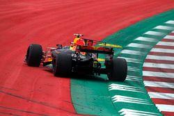 Max Verstappen, Red Bull Racing RB13 gaat wijd