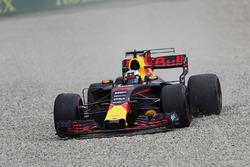 Daniel Ricciardo, Red Bull Racing RB13, dans les graviers
