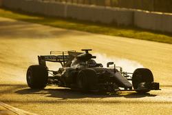 Valtteri Bottas, Mercedes AMG F1 W08, locks-up a wheel