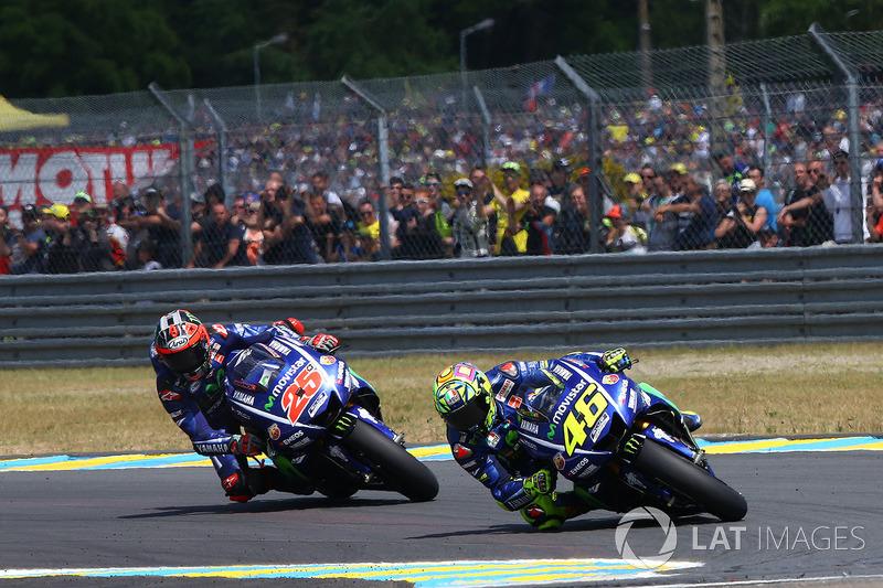 Um duelo dramático até a última volta entre Valentino Rossi e Maverick Viñales deu o tom do GP da França. O italiano superou o espanhol a três voltas do fim, mas cometeu um erro na última volta e deu a vantagem novamente a Viñales.