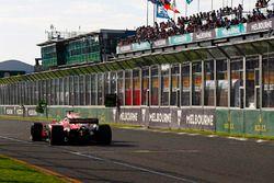 Leader Sebastian Vettel, Ferrari SF70H, con una ventaja de 10.4s