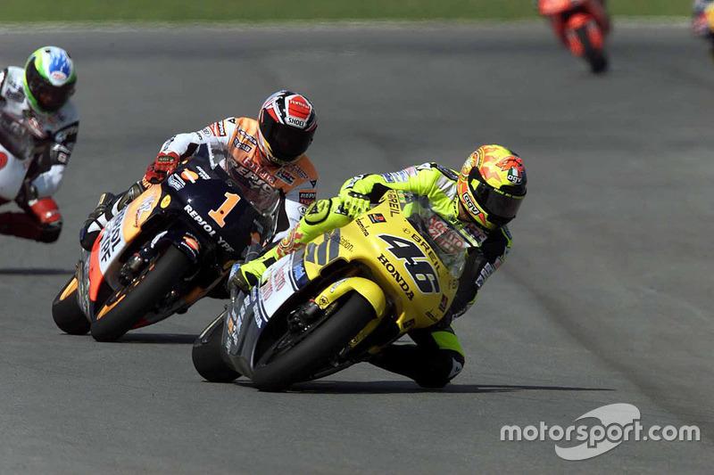 Valentino Rossi devant Alex Crivillé