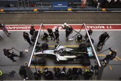 Valtteri Bottas, Mercedes AMG F1 W08, makes a stop during practice