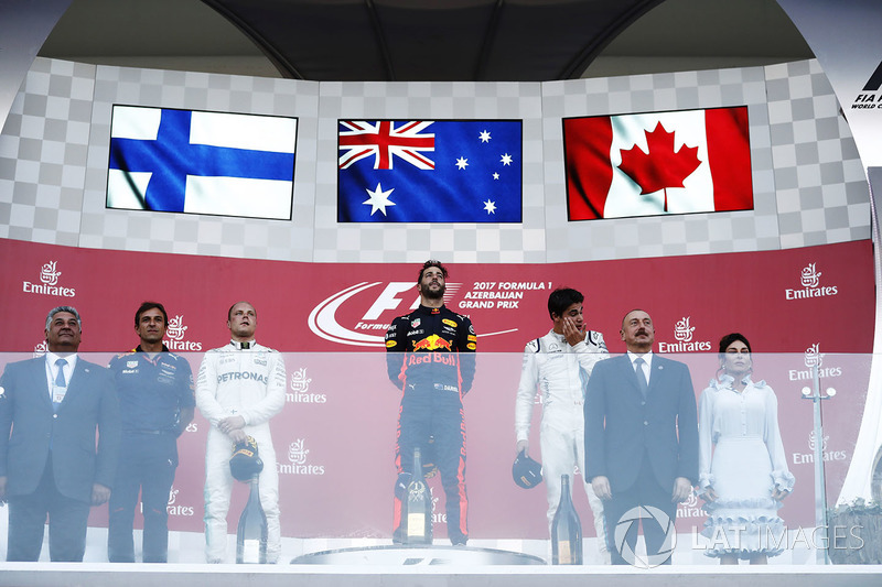 Daniel Ricciardo, Red Bull Racing, Valtteri Bottas, Mercedes AMG F1, Lance Stroll, Williams, the President of Azerbaijan and his wife presented the trophy