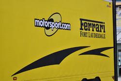 Il logo di Motorsport.com su un rimorchio