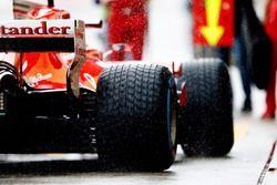 Kimi Raikkonen, Ferrari SF70H, in de pits