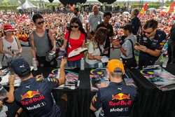 Daniel Ricciardo, Red Bull Racing and Max Verstappen, Red Bull Racing sign autographs for the fans