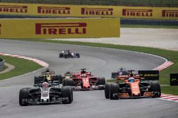 Kevin Magnussen, Haas F1 Team VF-17 and Fernando Alonso, McLaren MCL32 battle