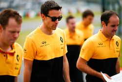 Jolyon Palmer, Renault Sport F1 Team, wandelt op het circuit