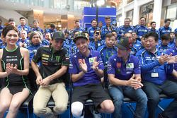 Гонщики Yamaha Factory Racing Валентино Росси и Маверик Виньялес, Жоан Зарко, Monster Yamaha Tech 3