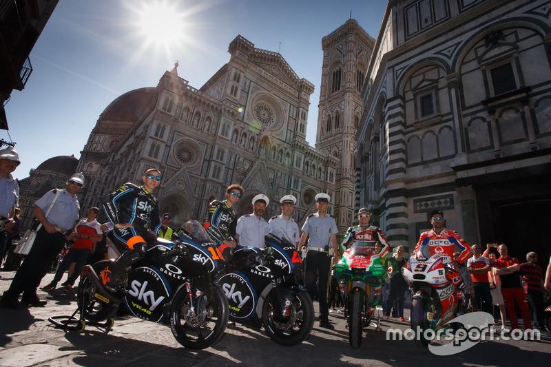 Andrea Migno, Francesco Bagnaia, Sam Lowes, Aprilia Racing Team Gresini, y Danilo Petrucci, Pramac R