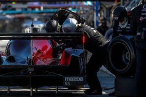 #55 Mazda Team Joest Mazda DPi, DPi: Jonathan Bomarito, Harry Tincknell, Ryan Hunter-Reay, pit stop, crew
