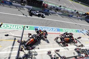 Alex Albon, Red Bull Racing RB16, and Max Verstappen, Red Bull Racing RB16, are returned to the garage as Pierre Gasly, AlphaTauri AT01, passes