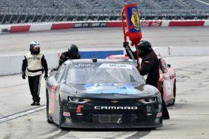 Vinnie Miller, B.J. McLeod Motorsports, Chevrolet Camaro Koolbox Ice pit stop