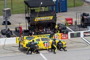 Brandon Jones, Joe Gibbs Racing, Toyota Supra 03 Dash Championship pit stop
