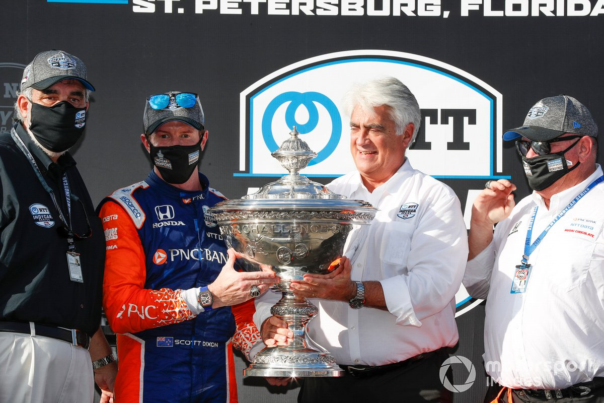 El campeón Scott Dixon, Chip Ganassi Racing Honda con Chip Ganassi, William Croxville de NTT Data y Mark Miles