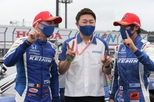 Koudai Tsukakoshi, Bertrand Baguette, Katsutomo Kaneishi, team director(#17 KEIHIN NSX-GT)
