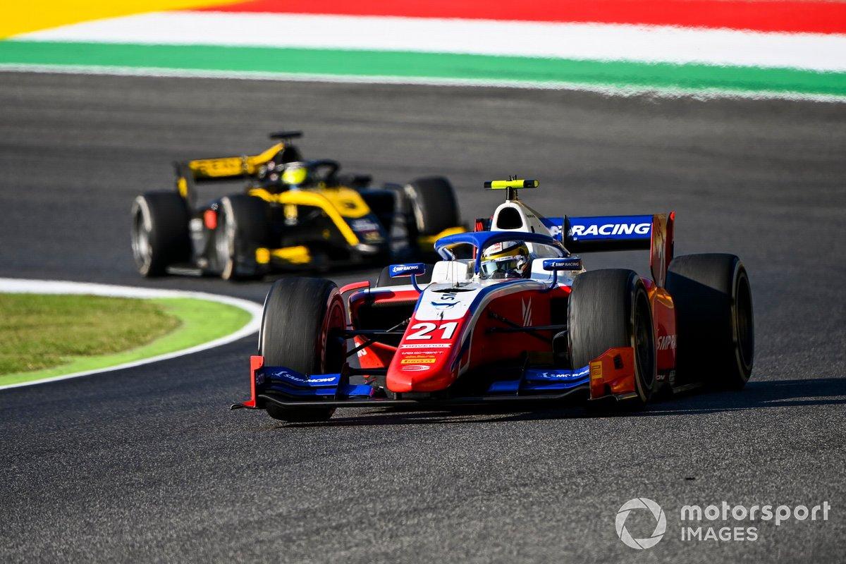 Robert Shwartzman, Prema Racing, precede Guanyu Zhou, UNI-Virtuosi