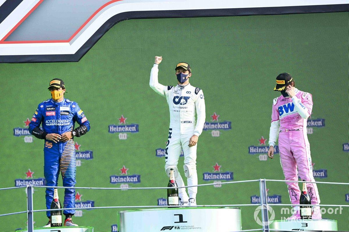 Podio: segundo lugar Carlos Sainz Jr., McLaren, ganador Pierre Gasly, AlphaTauri, y tercer lugar Lance Stroll, Racing Point