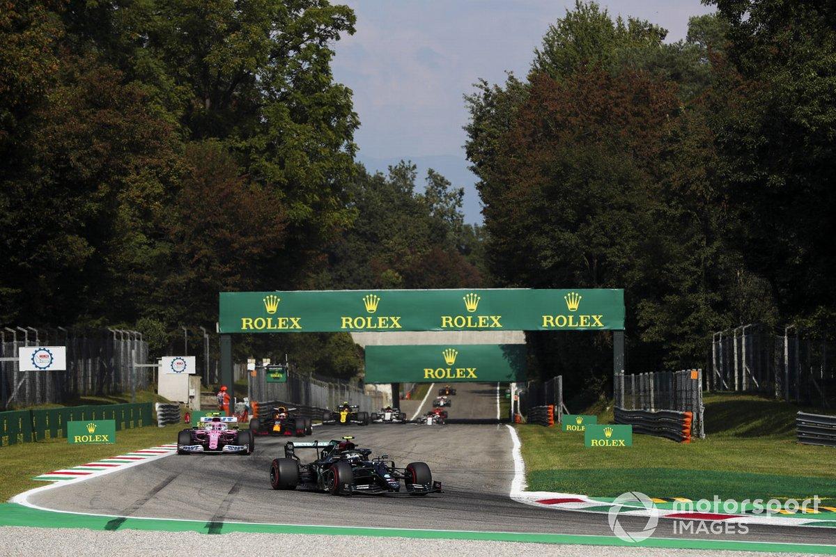 Valtteri Bottas, Mercedes F1 W11, Lance Stroll, Racing Point RP20, e Max Verstappen, Red Bull Racing RB16