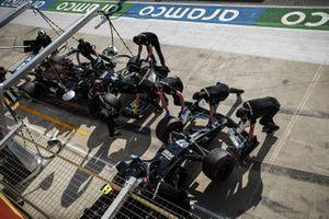 Valtteri Bottas, Mercedes F1 W11, y Lewis Hamilton, Mercedes F1 W11