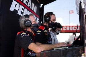 Josef Newgarden, Team Penske Chevrolet, engineersJosef Newgarden, Team Penske Chevrolet, podium