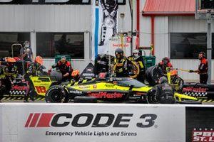 Santino Ferrucci, Dale Coyne Racing with Vasser Sullivan Honda pit stop