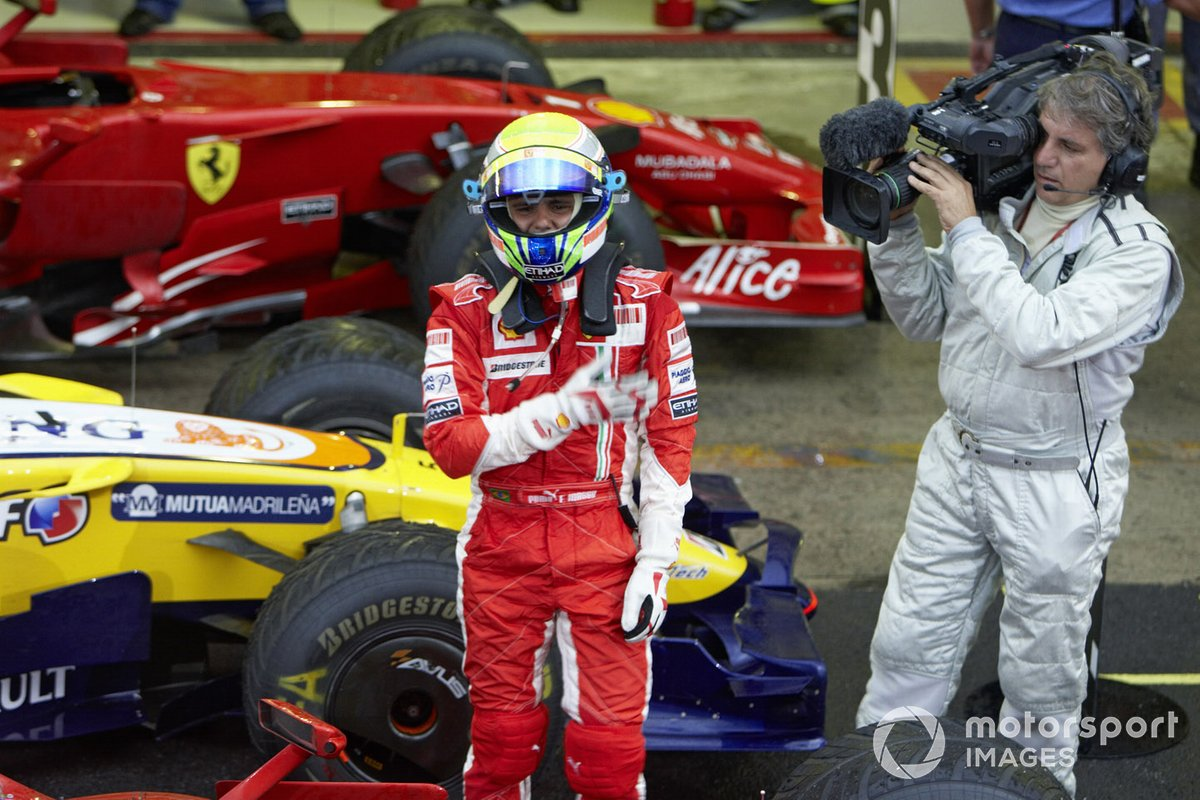 Felipe Massa celebra orgulloso la victoria del GP de Brasil 2008 pese a no ganar el título