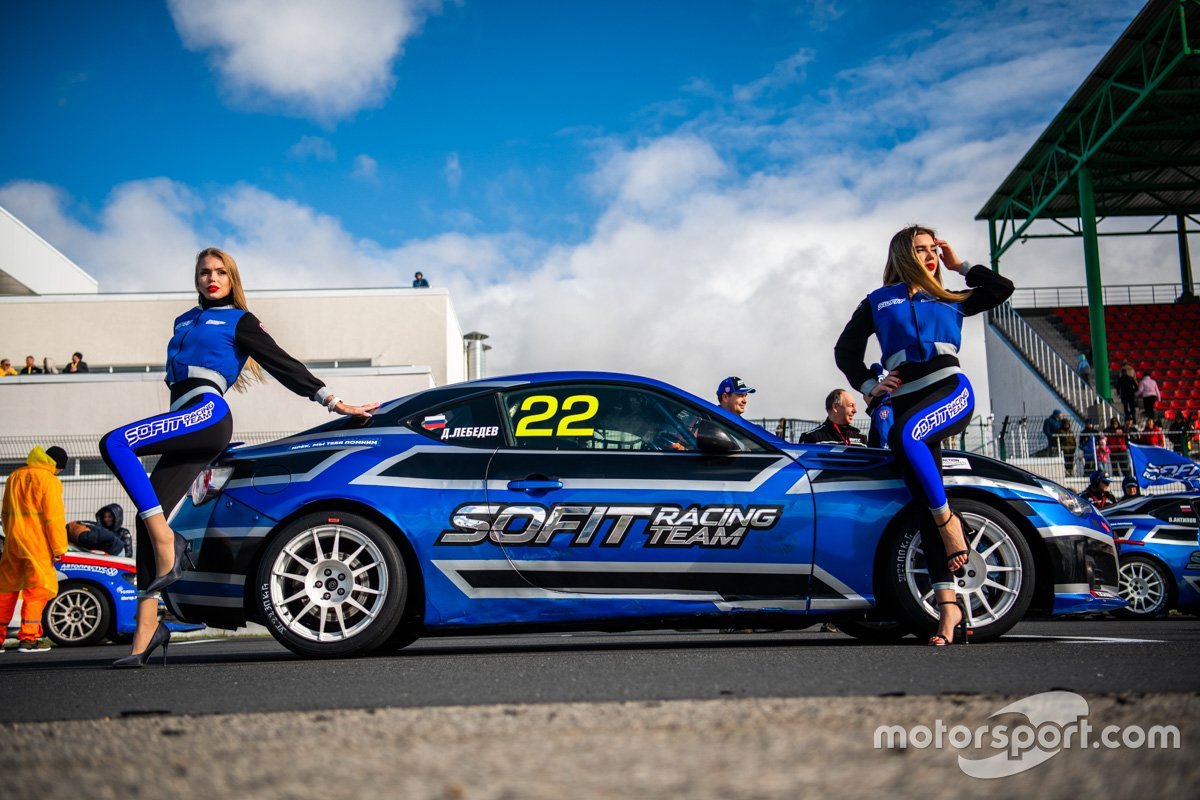 Грид-герлз команды Sofit Racing Team