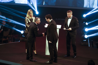 Paddy Lowe remet l'Autosport Williams Engineer of the Future Award à Owen Heaney