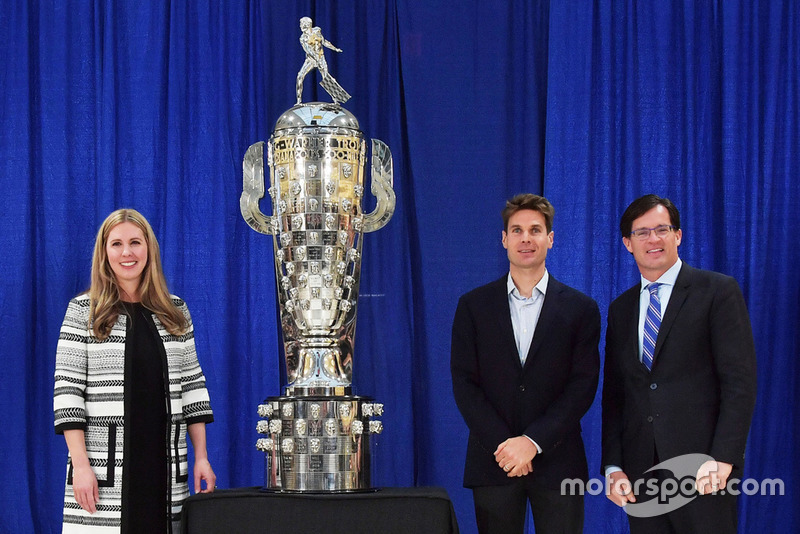 Will Power mit der Borg-Warner-Trophy