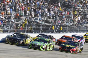 Kyle Busch, Joe Gibbs Racing, Toyota Camry Interstate Batteries and Martin Truex Jr., Furniture Row Racing, Toyota Camry 5-hour ENERGY/Bass Pro Shops