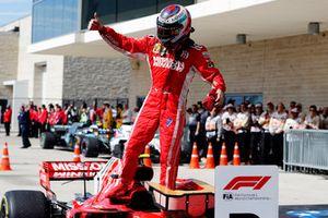 Kimi Raikkonen, Ferrari SF71H, festeggia nel parco chiuso dopo aver vinto la gara
