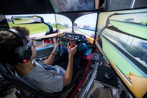 Ландо Норрис проезжает на симуляторе круг по трассе «Интерлагос»