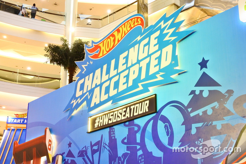 Banner Hot Wheels Challenge Accepted