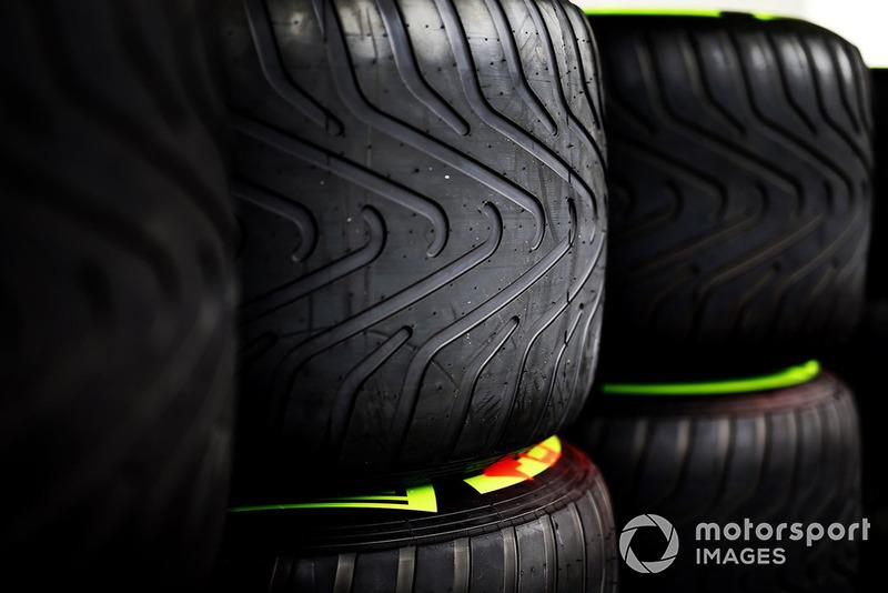 Pirelli intermediate tyres  at Japanese GP
