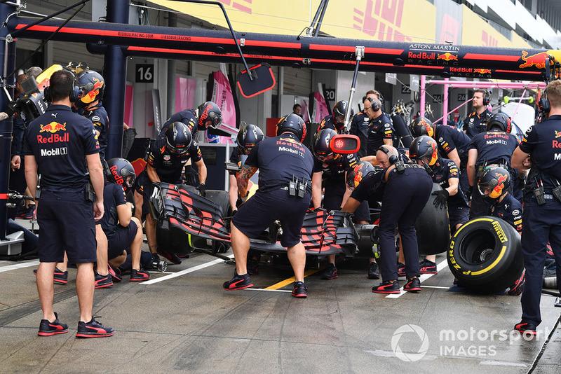 Entraînement aux arrêts au stand chez Red Bull