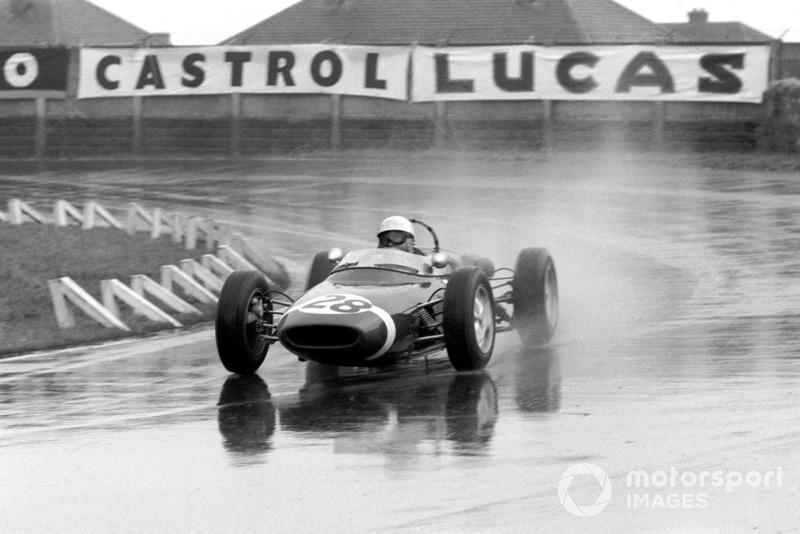 Британец выступал за команду RRC Walker Racing Team. Дождливый Гран При Великобритании
