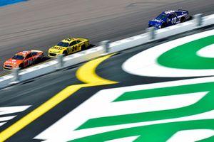 Clint Bowyer, Stewart-Haas Racing, Ford Fusion ITsavvy, William Byron, Hendrick Motorsports, Chevrolet Camaro Hertz and Jimmie Johnson, Hendrick Motorsports, Chevrolet Camaro Lowe's Power of Pride