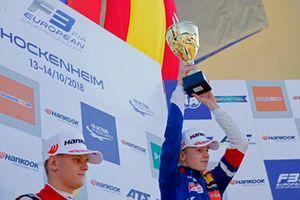 Podium : Le vainqueur Robert Shwartzman, PREMA Theodore Racing Dallara F317 - Mercedes-Benz