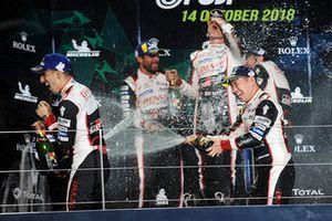 Podium LMP1: winnaars Mike Conway, Kamui Kobayashi, Jose Maria Lopez, nummer twee Sebastien Buemi, Toyota Gazoo Racing