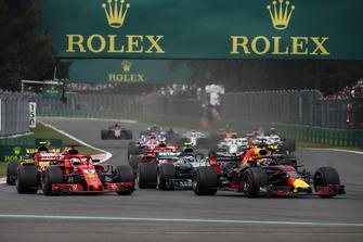 Daniel Ricciardo, Red Bull Racing RB14, Sebastian Vettel, Ferrari SF71H and Valtteri Bottas, Mercedes AMG F1 W09 EQ Power+ battle at the start of the race