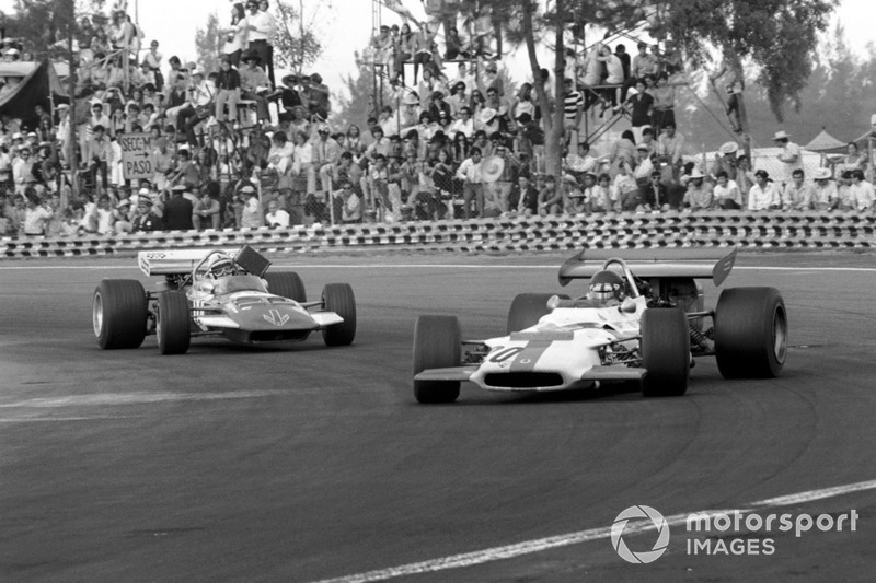 Jackie Oliver, BRM P153 leads John Surtees, Surtees TS7