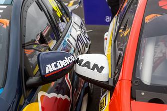 Mirrors detail of race winner Shane van Gisbergen, Triple Eight Race Engineering Holden, second place Scott McLaughlin, DJR Team Penske