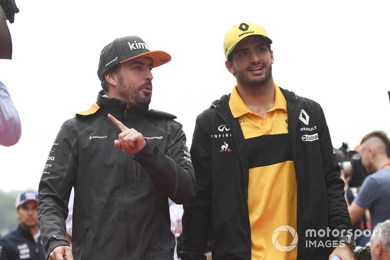 Fernando Alonso, McLaren yCarlos Sainz Jr., Renault Sport F1 Team en el desfile de pilotos