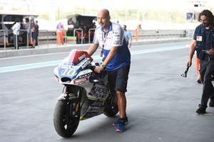Разбитый мотоцикл Ксавье Симеона, Avintia Racing
