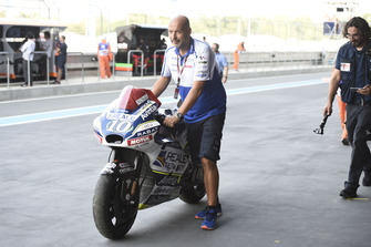 La moto endommagée de Xavier Siméon, Avintia Racing