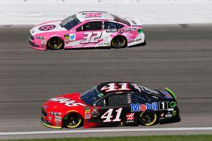 Kurt Busch, Stewart-Haas Racing, Ford Fusion Haas Automation/Mobil 1 e Matt DiBenedetto, Go FAS Racing, Ford Fusion Plan B Sales